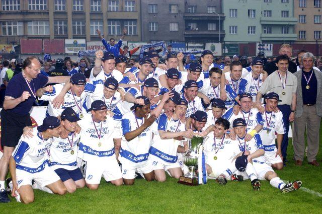 Oslavy prvního titulu Slovanu Liberec v roce 2002 | foto: Stanislav Peška,  ČTK