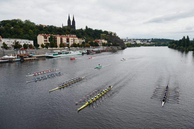 Univerzita Karlova ovládla veslařské osmy. Konkurenci neměla i díky zkušeným posilám   foto: UNIQA Primátorky