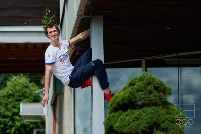 Adam Ondra před odletem do Tokia sršel energií | foto: Barbora Reichová,  Český olympijský výbor