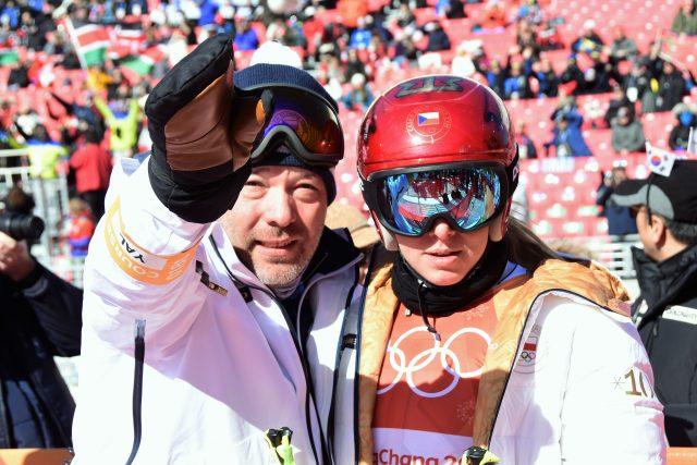 Ester Ledecká s trenérem Tomášem Bankem na olympiádě v Pchjongčchangu | foto: ASC Dukla Ivana Roháčková