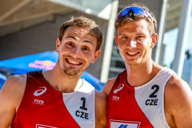 Čeští beachvolejbalisté Ondřej Perušič  (vlevo) a David Schweiner  (vpravo) | foto: Facebook Beachvolleyball team Perušič & Schweiner