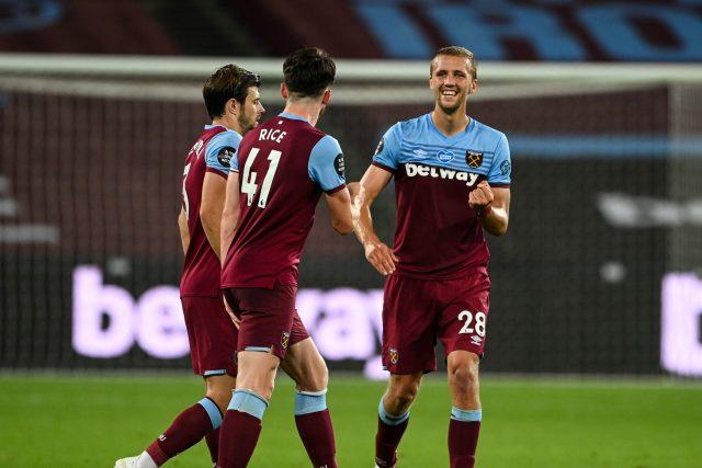 Tomáš Souček se spoluhráči z West Hamu | foto: Profimedia